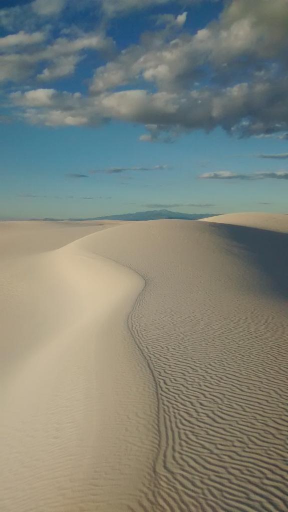 white-sands-dunes-edge